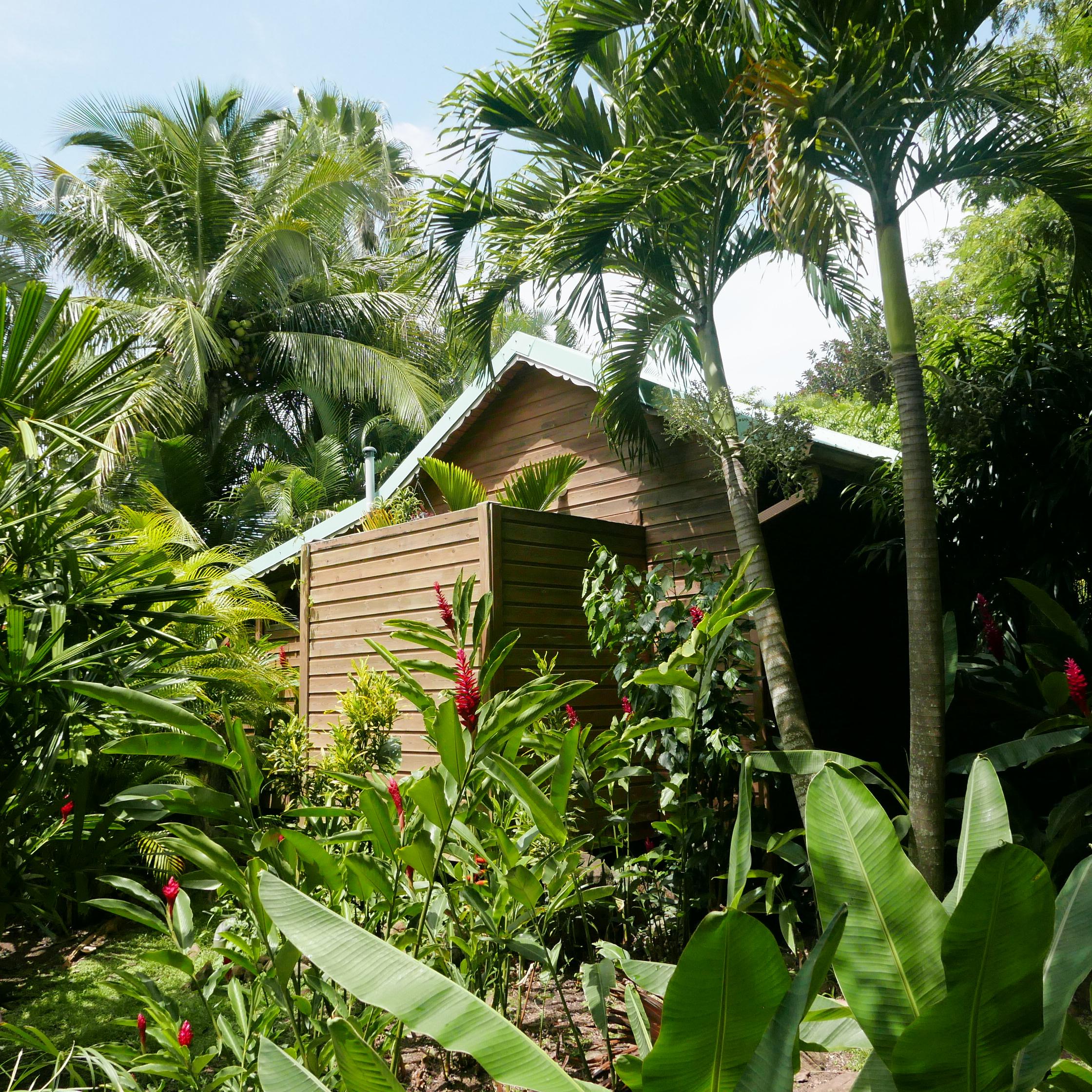 Tendance Eco-Lodge : L'exemple Du Jardin Des Colibris En ... avec Au Jardin Des Colibris