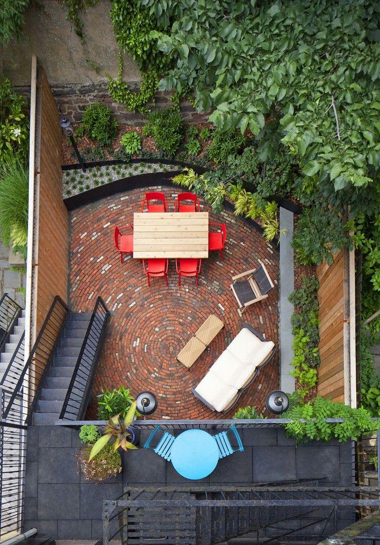 Terrasse De Jardin, Sol En Pavés En Terre Cuite, Meubles En ... serapportantà Salon De Jardin Casa