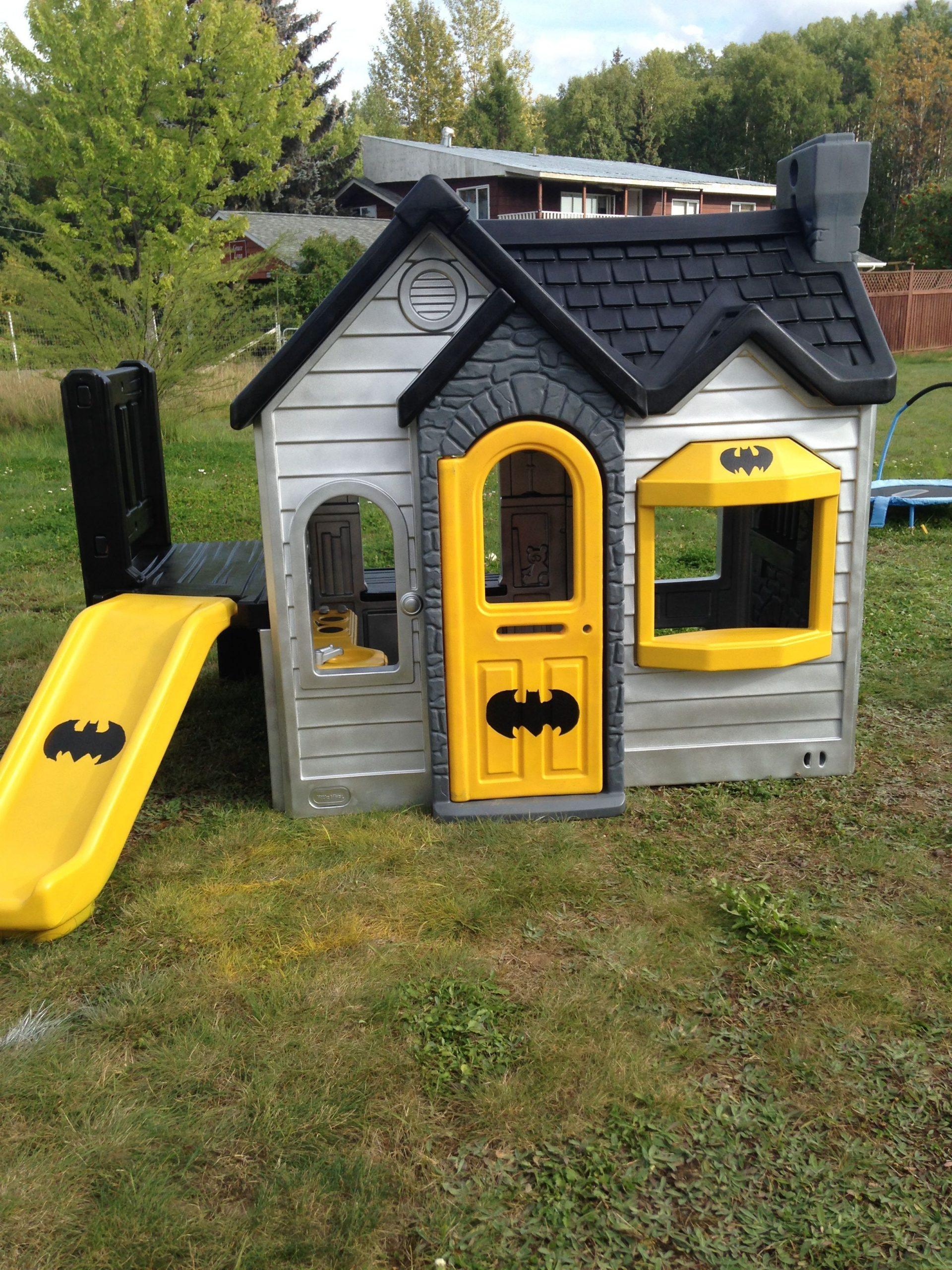 The Playhouse Redo And Remodel For The Kids. Batman ... serapportantà Maison Bebe Jardin