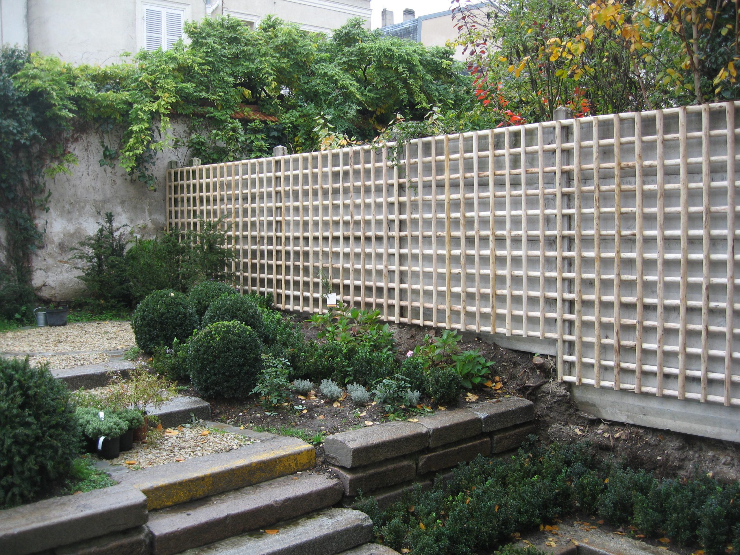 Treillage Bois encequiconcerne Treillis Blanc Jardin
