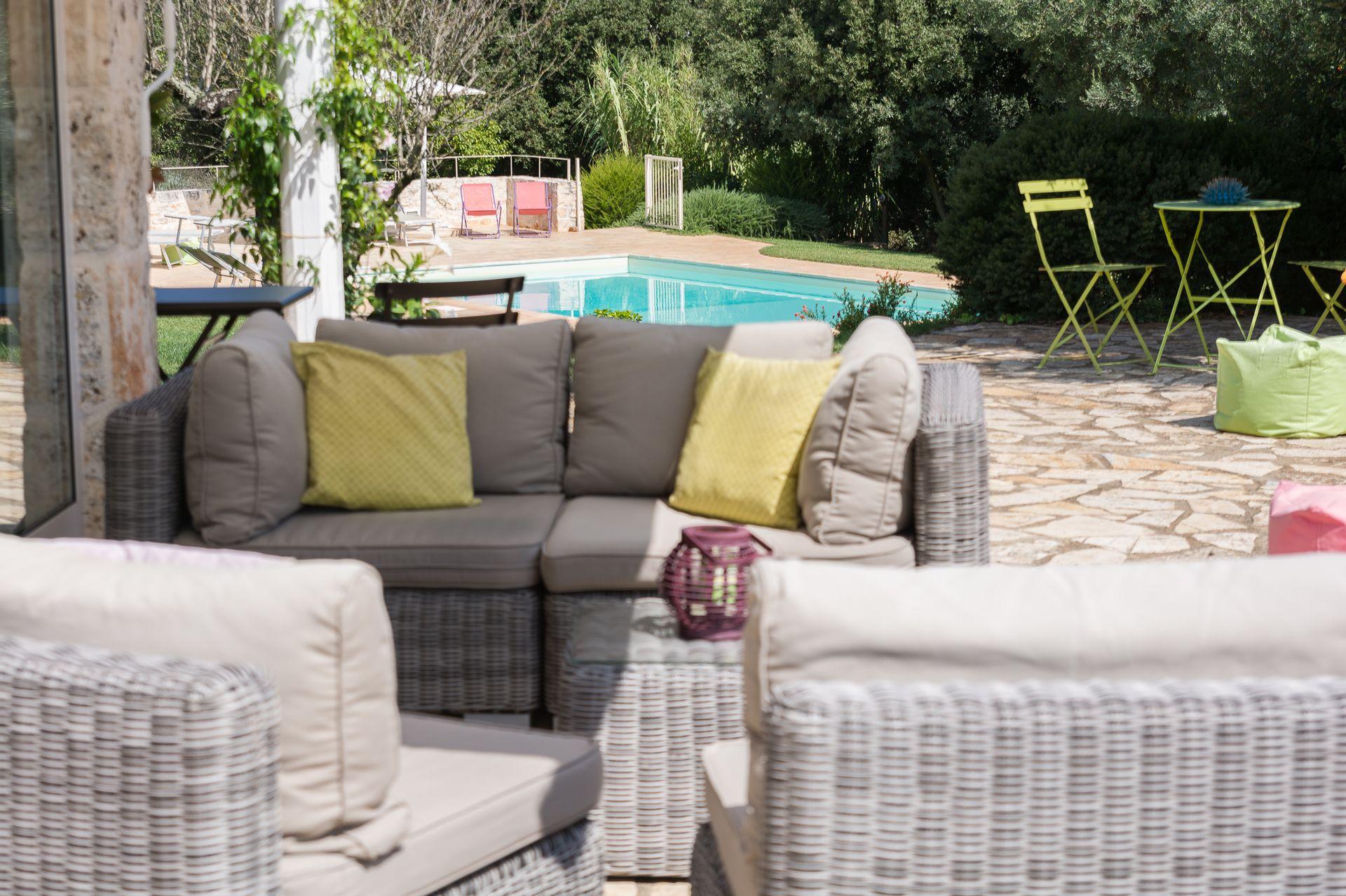 Trullo Petrelli Location De Vacances - Couchages 6 Dans 3 ... concernant Auchan Table De Jardin