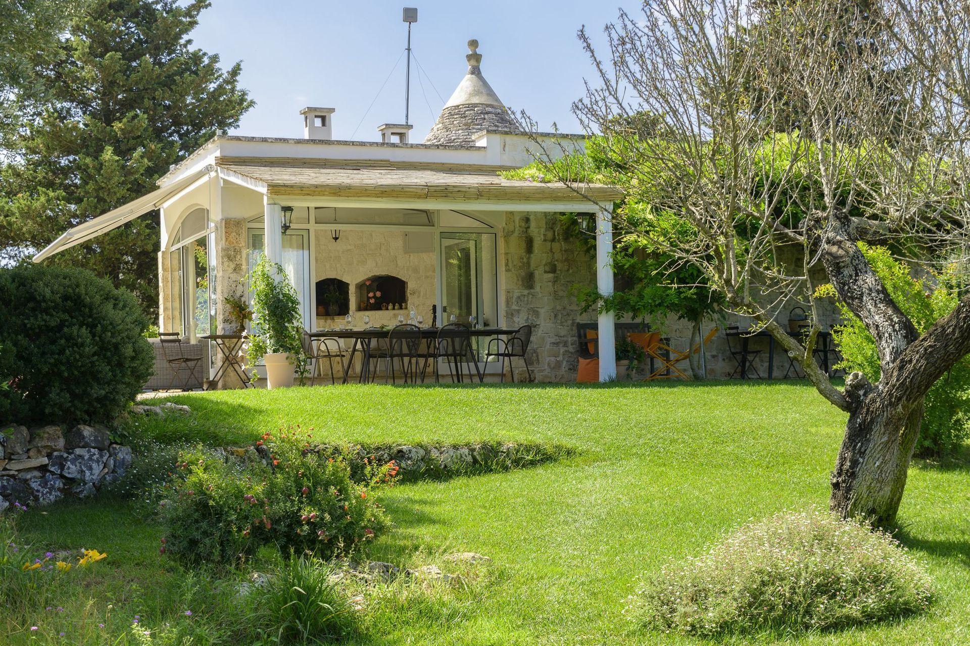 Trullo Petrelli Location De Vacances - Couchages 6 Dans 3 ... destiné Prix Location Jardin