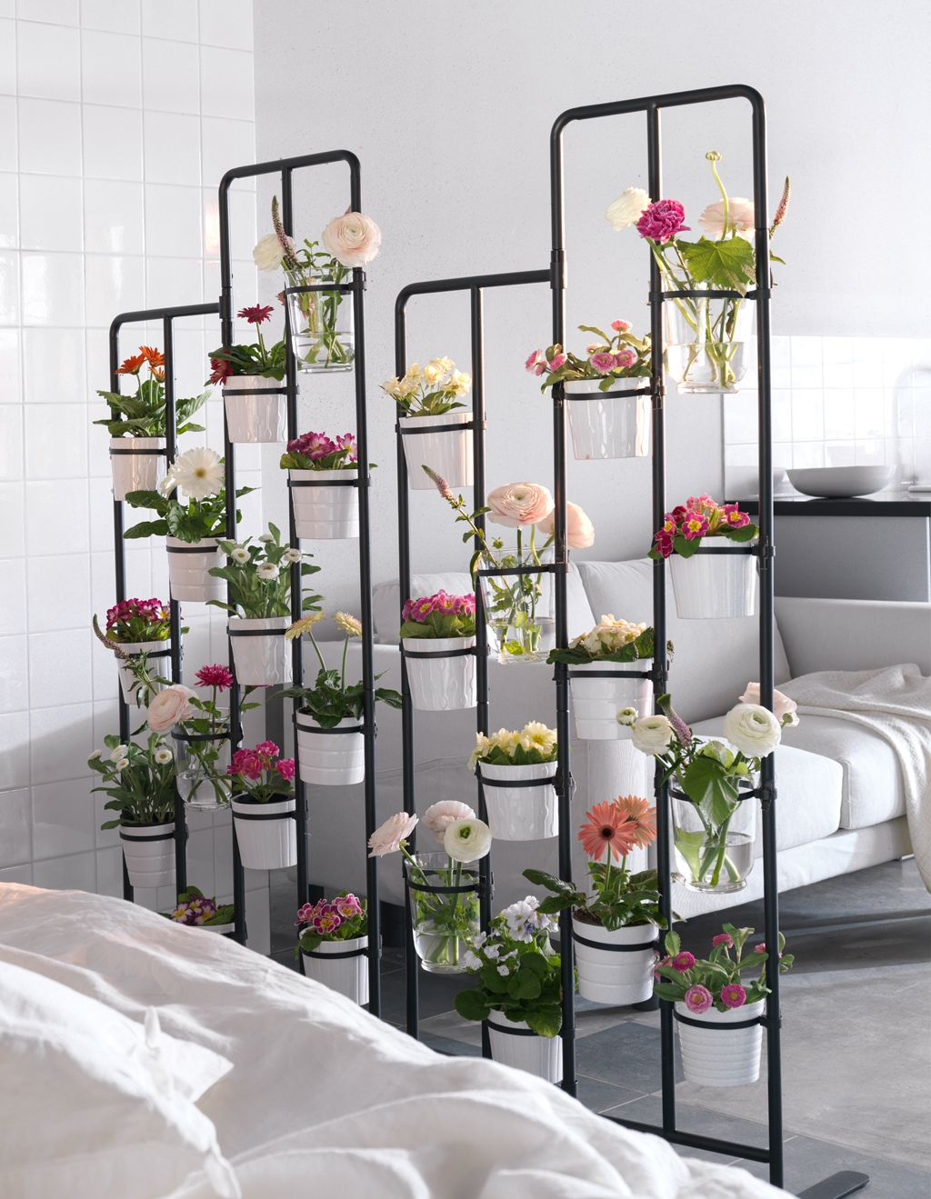 Turn One Room Into Two With 35 Amazing Room Dividers ... encequiconcerne Cloison Jardin