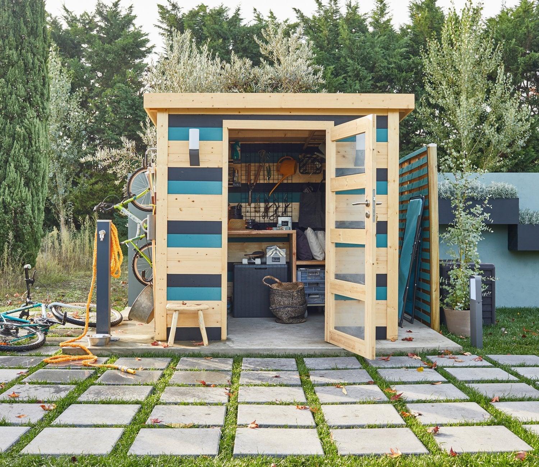 Un Abri De Jardin En Bois Au Style Contemporain | Leroy Merlin concernant Abri De Jardin En Bois Leroy Merlin