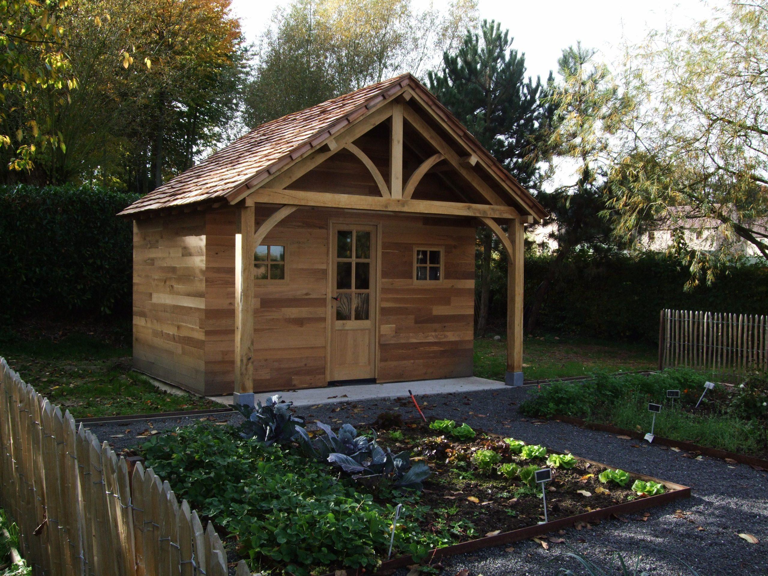 Un Abri De Jardin Sur Mesure Plein De Charme : Bardage En ... intérieur Abri De Jardin En Cedre