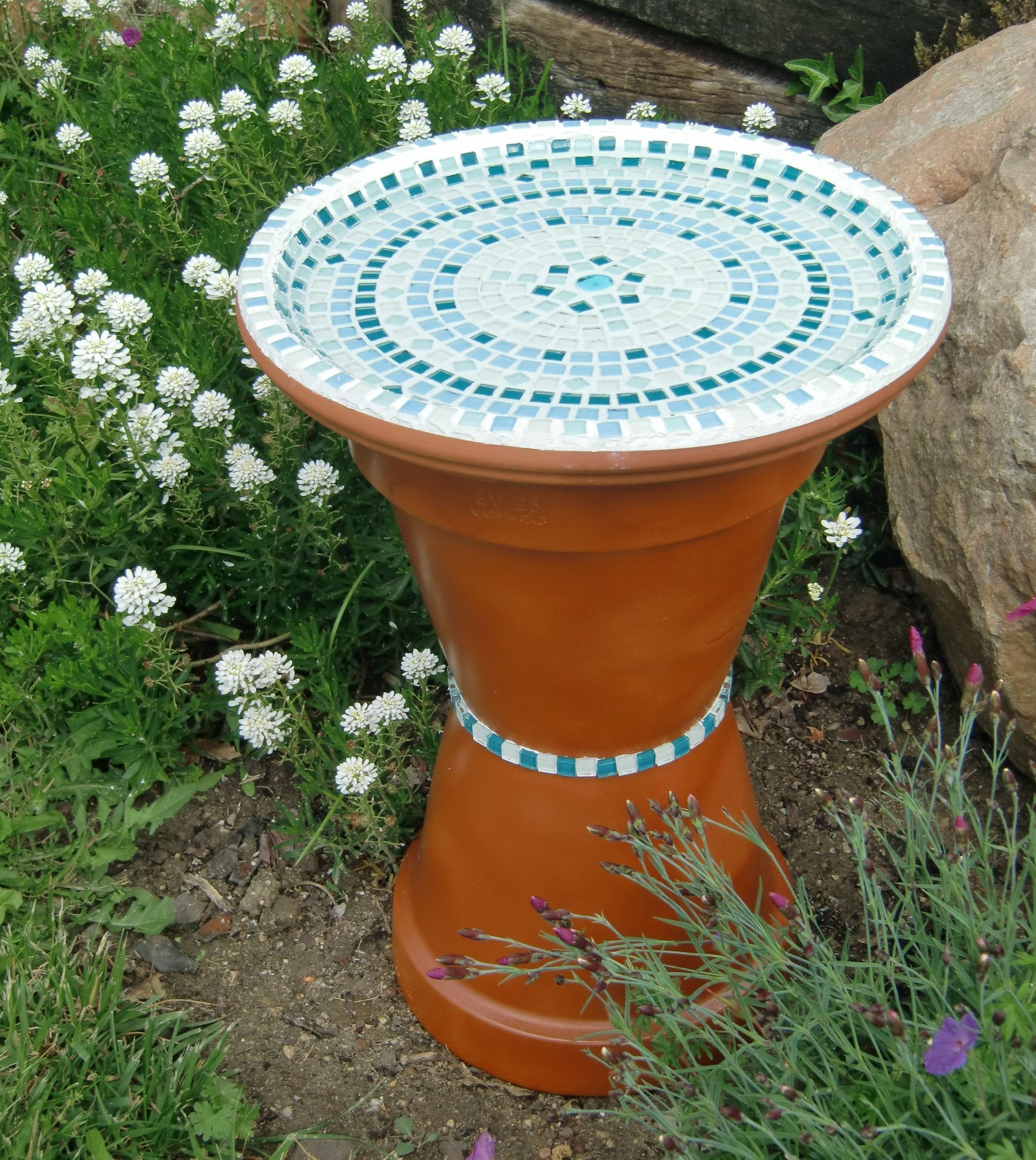 Un Bain Pour Oiseaux En Mosaïque | Oui Are Makers intérieur Baignoire Oiseaux Jardin