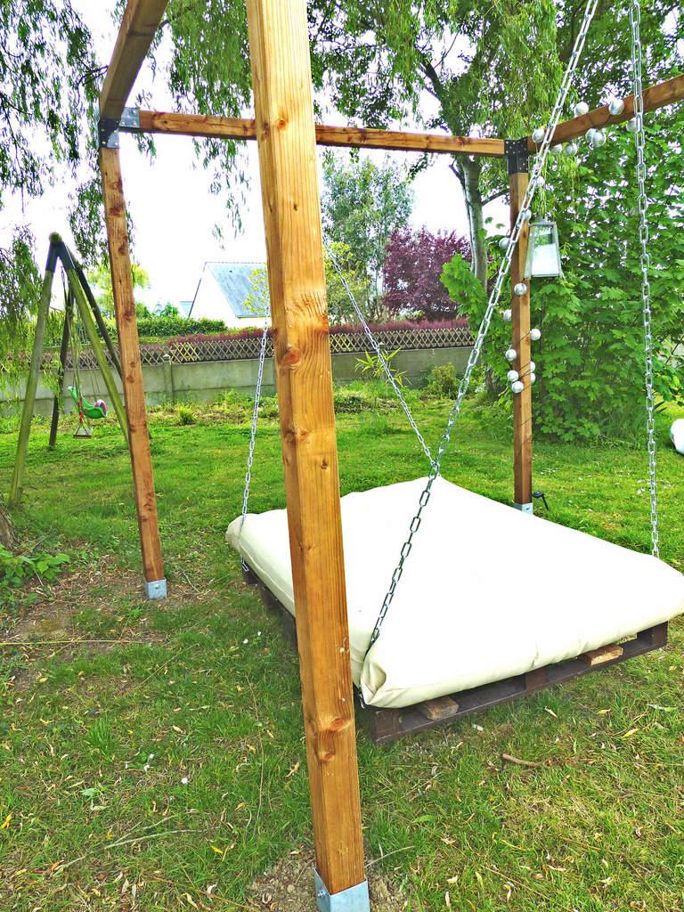 Un Lit Suspendu Dans Le Jardin - À La Jolie Trouvaille encequiconcerne Lit Exterieur Jardin