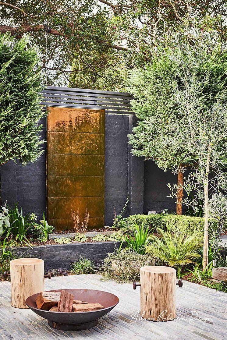 Un Mur De Jardin Noir | Design D'aménagement Paysager ... serapportantà Amenagement Mur Jardin