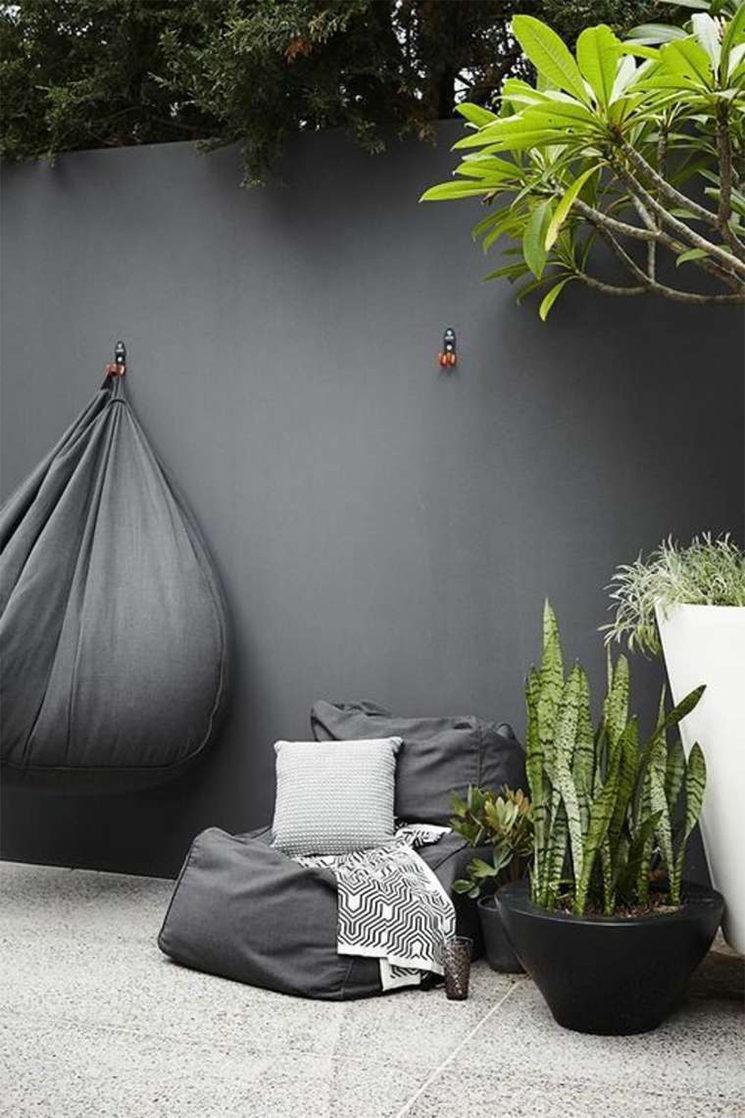 Un Mur De Jardin Noir - Turbulences Déco dedans Decoration Pour Mur Exterieur De Jardin