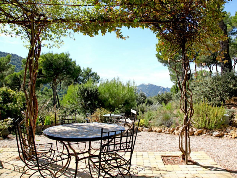 Un Salon De Jardin Romantique serapportantà Salon De Jardin Romantique