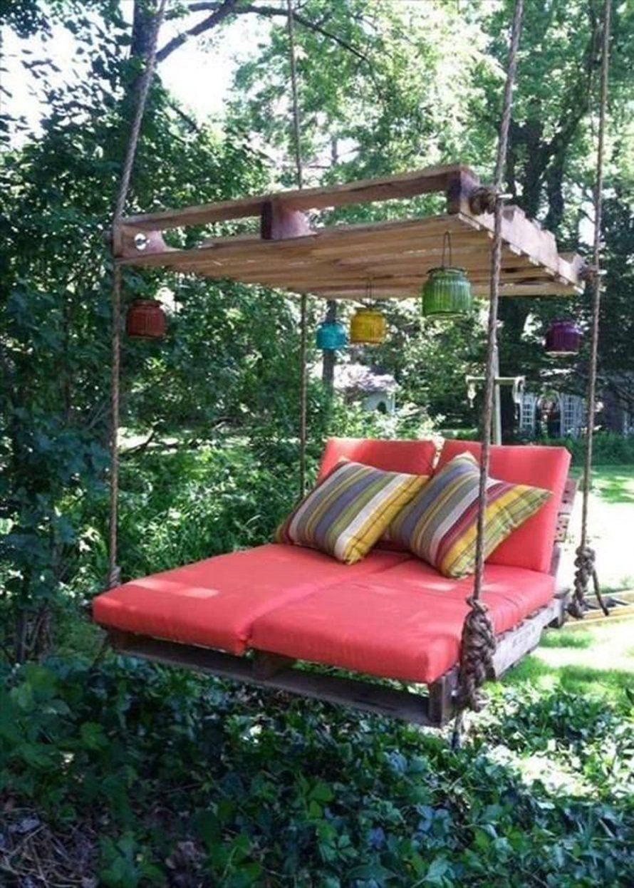 Un Salon De Jardin Suspendu | Balancelle De Jardin, Palette ... concernant Lit Suspendu Jardin