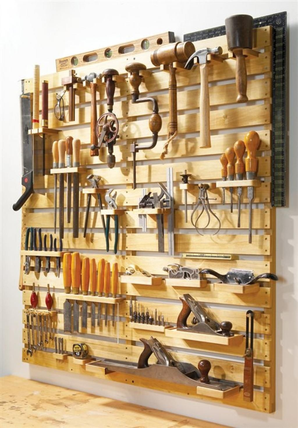 Un Support Mural Pour Vos Outils... À Faire Rêver Ces Beaux ... serapportantà Rangement Outil De Jardin