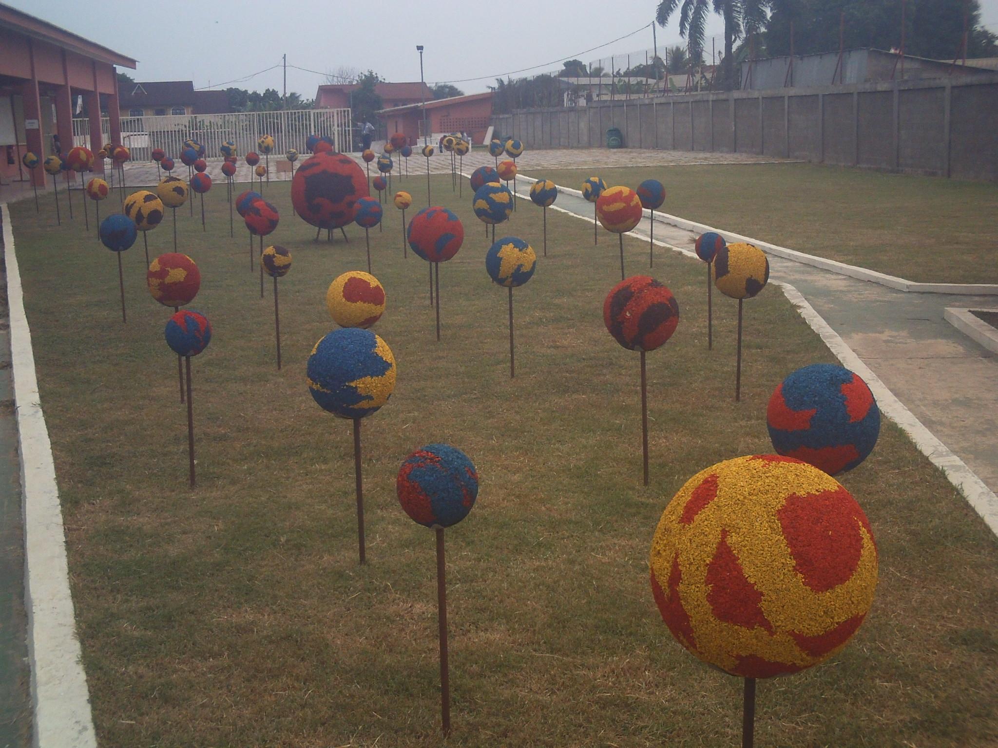 Une Exposition « Land Art » Dans Les Jardins Du Centre ... intérieur Copeaux De Bois Jardin