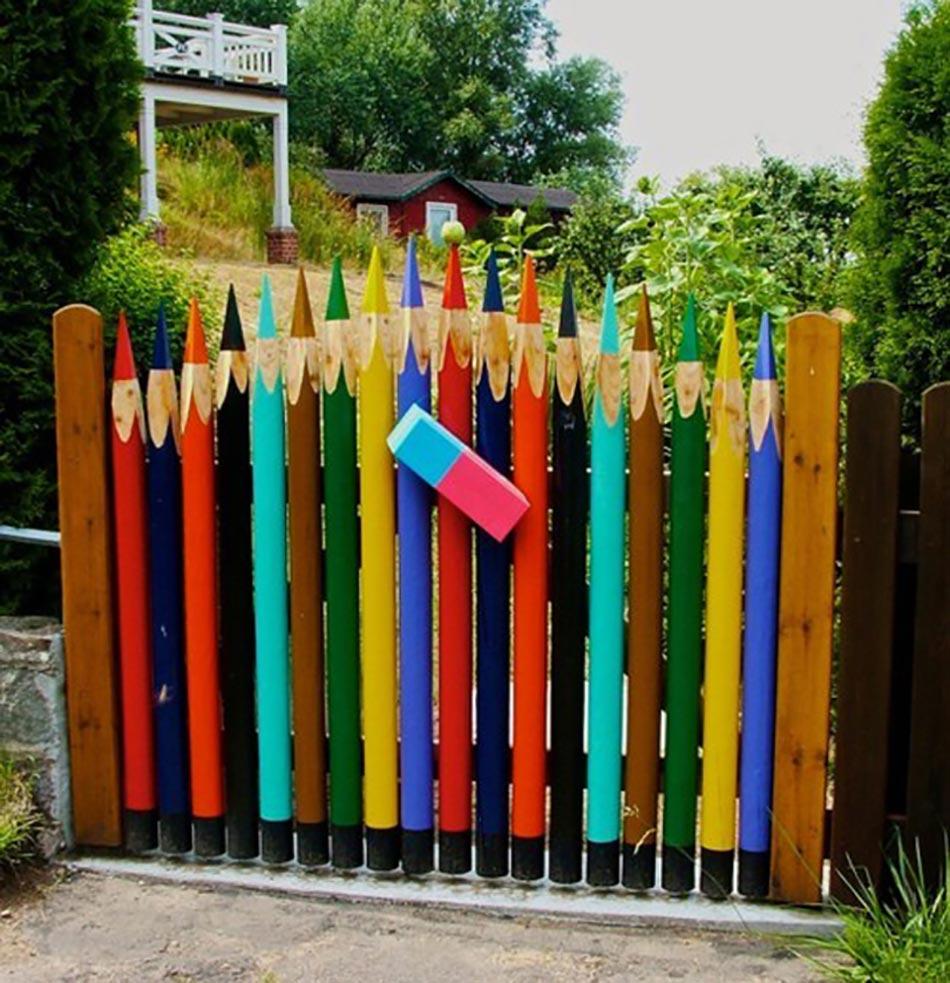 Une Façade Du Jardin Unique Grâce À Une Clôture Originale ... encequiconcerne Barriere De Jardin Bois