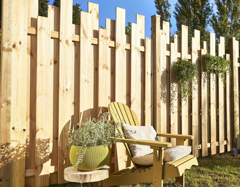 Une Palissade Avec Un Effet Graphique   Cloture Jardin Bois ... concernant Barriere De Jardin Bois