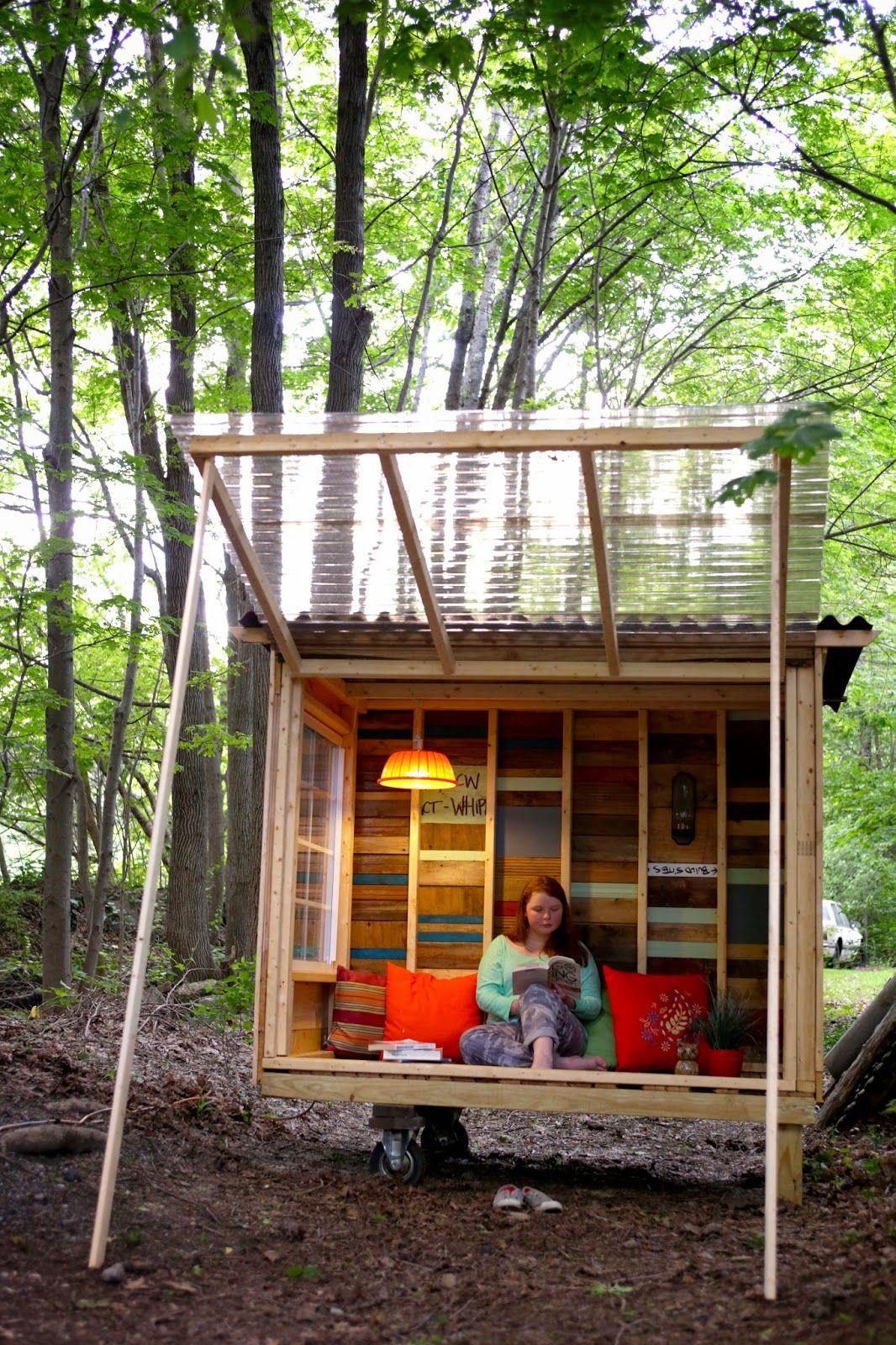Une Petite De #cabane Sous Forme De Balançoire, Un Espace De ... dedans Amenagement Chalet De Jardin