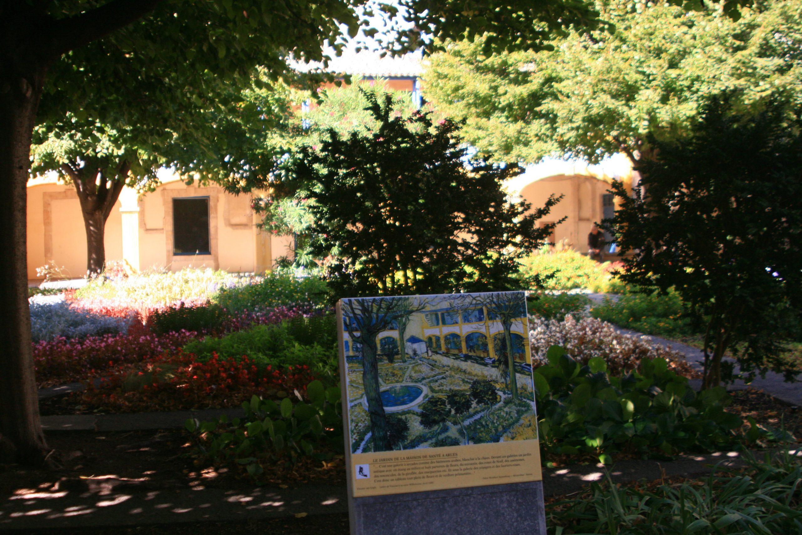 Van Gogh's Arles With A Little Roman Ruin For Chaser ... dedans Chaux Jardin