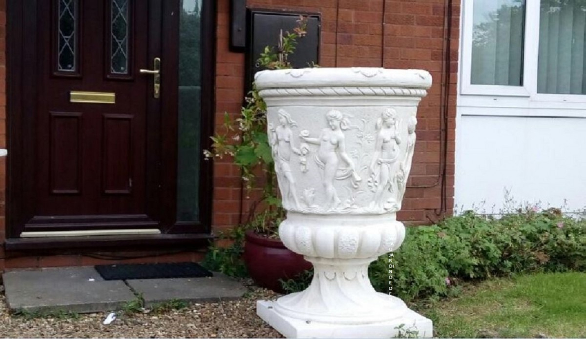 Vase Geant De Jardin En Pierre Aux Femmes avec Vase En Pierre Jardin