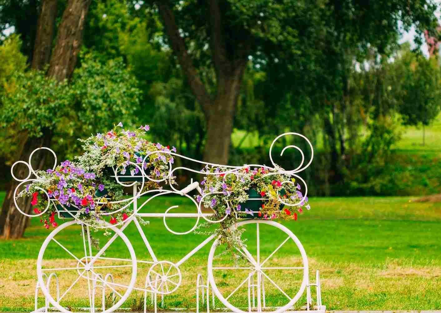 Vélo Déco Jardin En 20 Idées À Copier De Toute Urgence ... concernant Decoration De Jardin En Fer Forgé