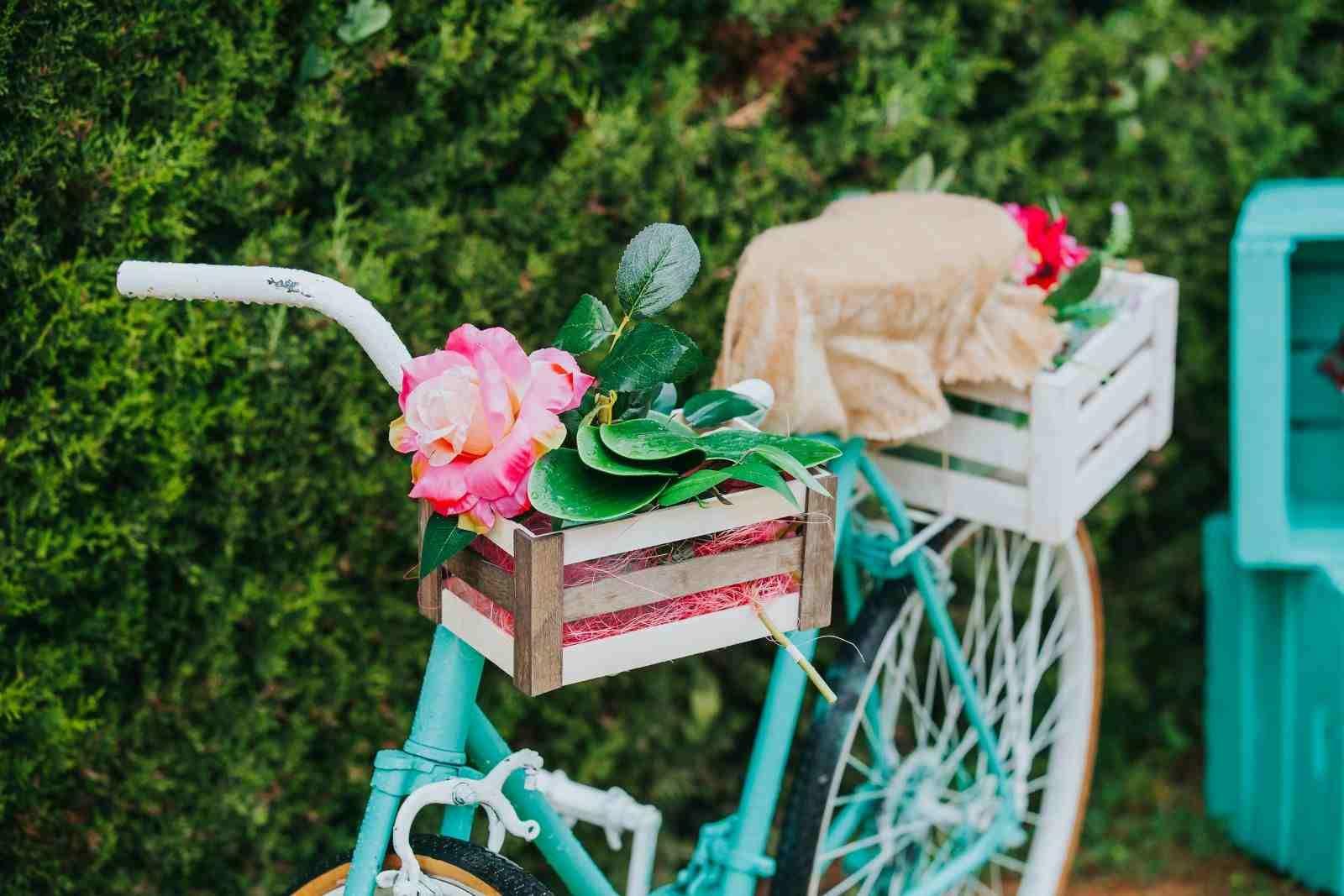 Vélo Déco Jardin En 20 Idées À Copier De Toute Urgence ... serapportantà Velo Deco Jardin