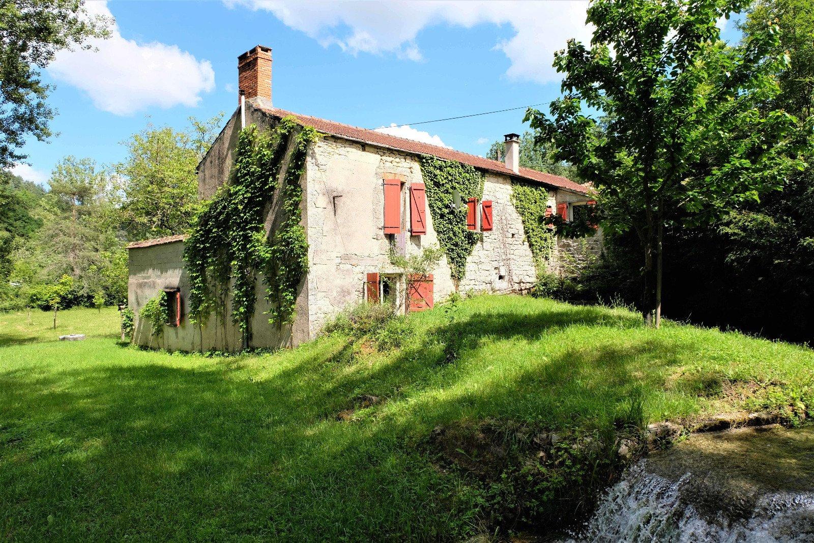 Vente Moulin 96 M², Tres Bel Envorinnement, Sur 1 Ha De Pre ... dedans Moulin De Jardin A Vendre