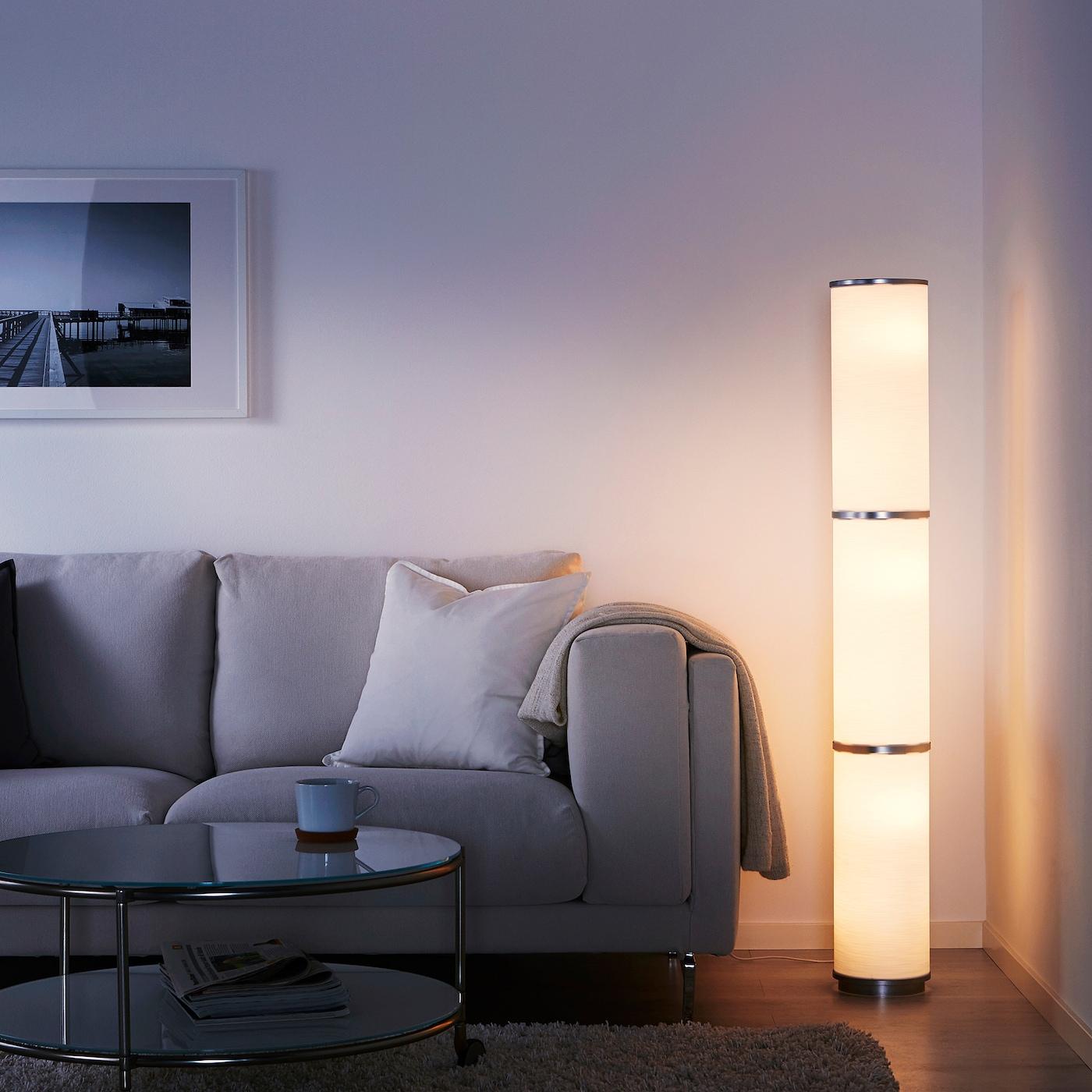 Vidja Lampadaire - Blanc 138 Cm avec Table Jardin Plastique Ikea