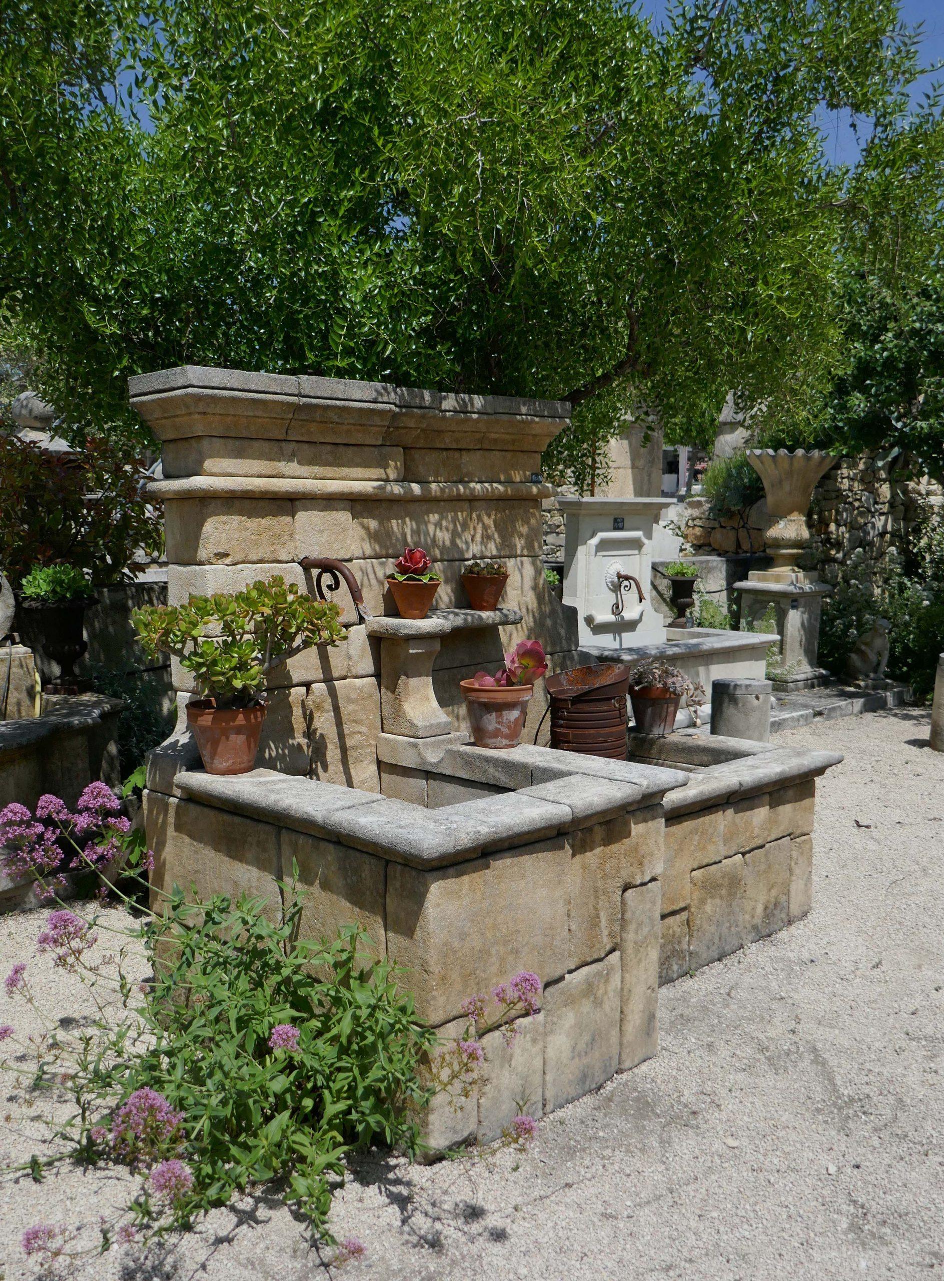 Voici Notre Fontaine Murale De Jardin, Une Fontaine Rustique ... destiné Fontaine Naturelle Jardin