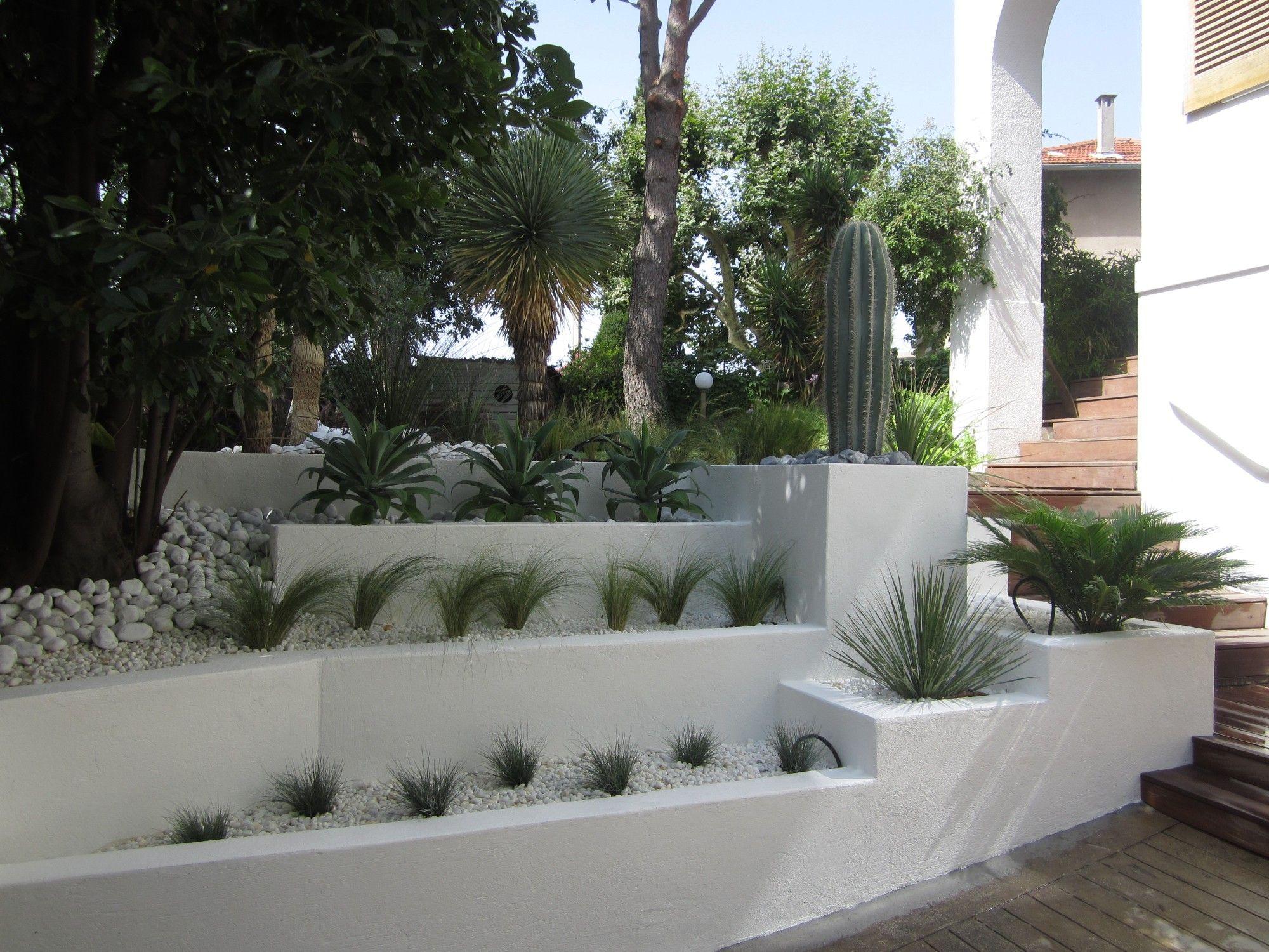 Voici Un Exemple D'aménagement De L'entrée Principale D'une ... intérieur Exemple D Aménagement De Jardin