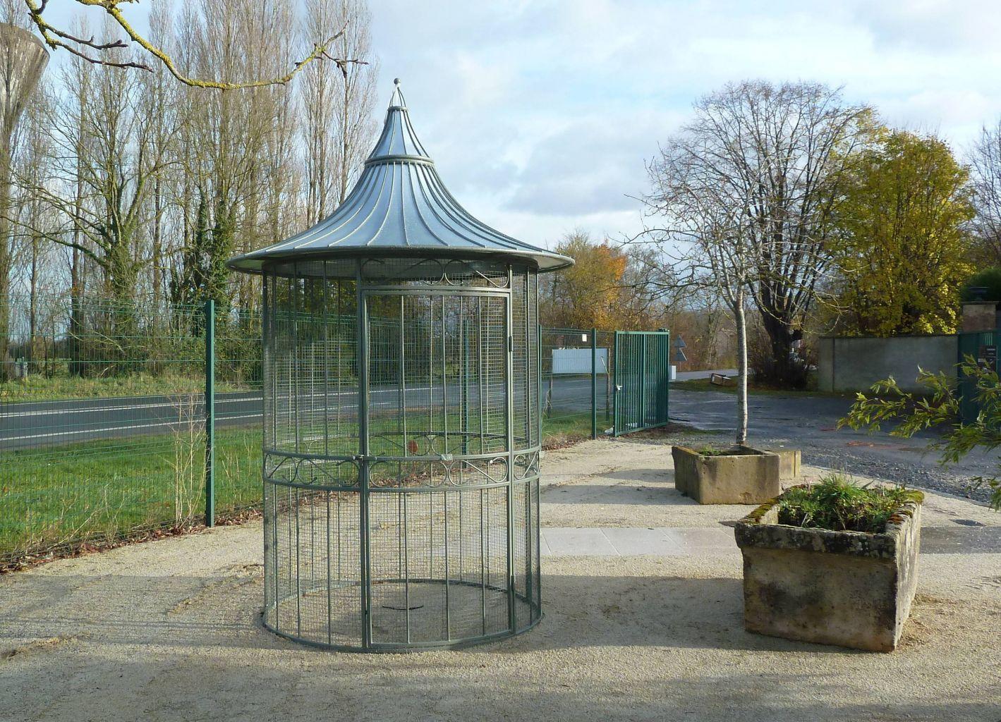 Volière De Jardin En Fer Forgé - Hauteur 200 Cm | Voliere ... à Kiosque De Jardin En Fer Forgé