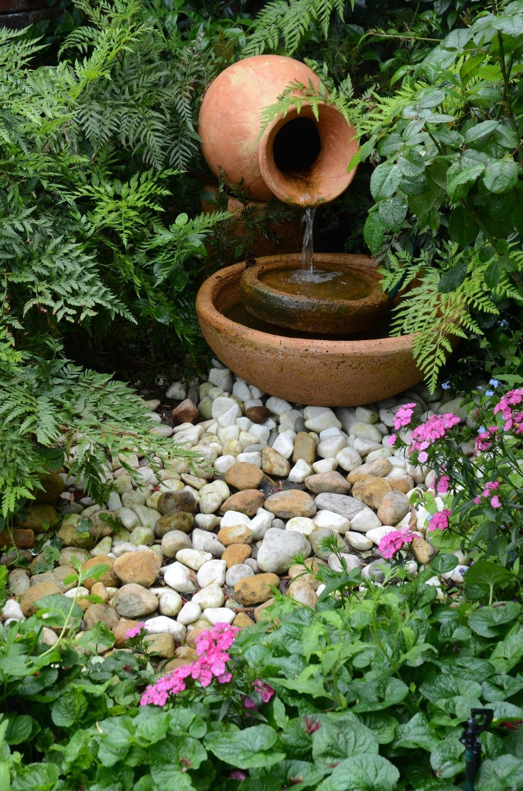 Water Feature | Fonte De Água Faça Você Mesmo, Belos Jardins ... tout Pot En Fonte Pour Jardin