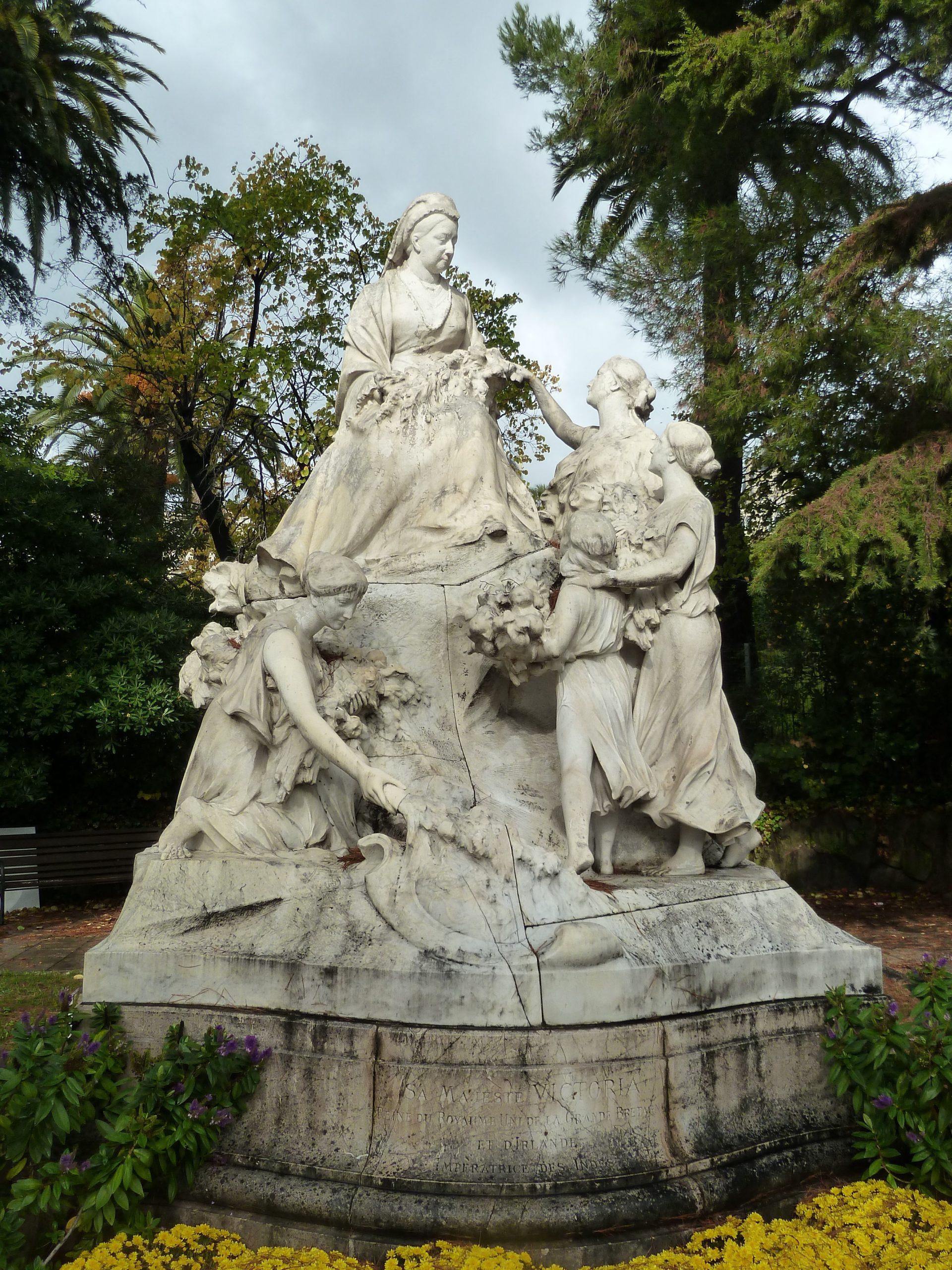 World War Two Iconoclasm: The Destruction And Reconstruction ... pour Statues De Jardin Occasion