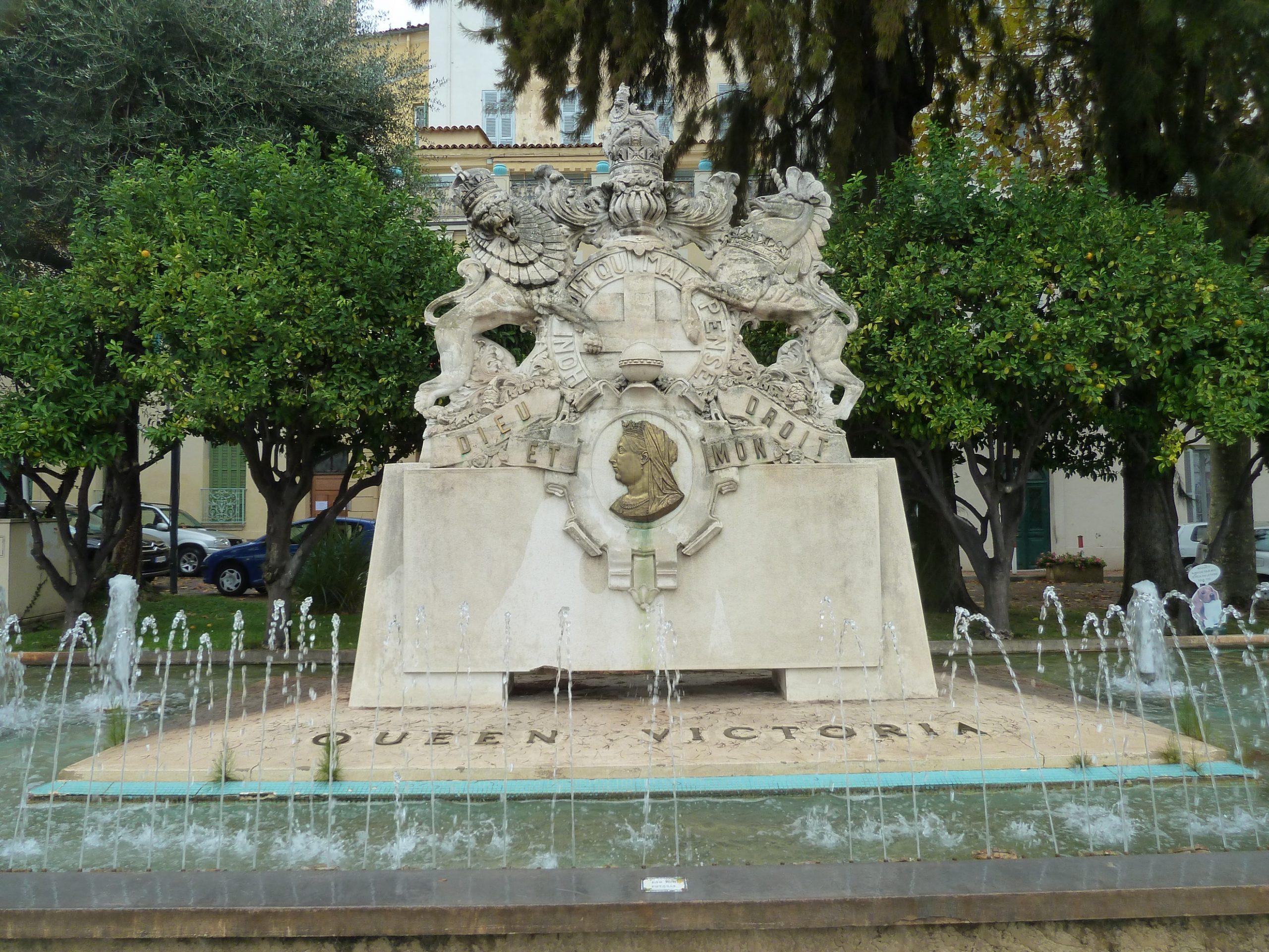 World War Two Iconoclasm: The Destruction And Reconstruction ... tout Statues De Jardin Occasion