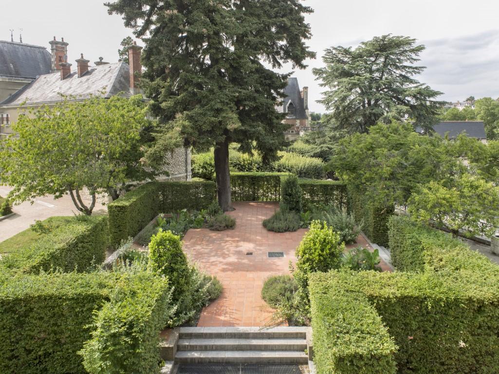A Blois, Dans Le « Jardin Des Simples Et Des Fleurs Royales ... avec Enclos Jardin