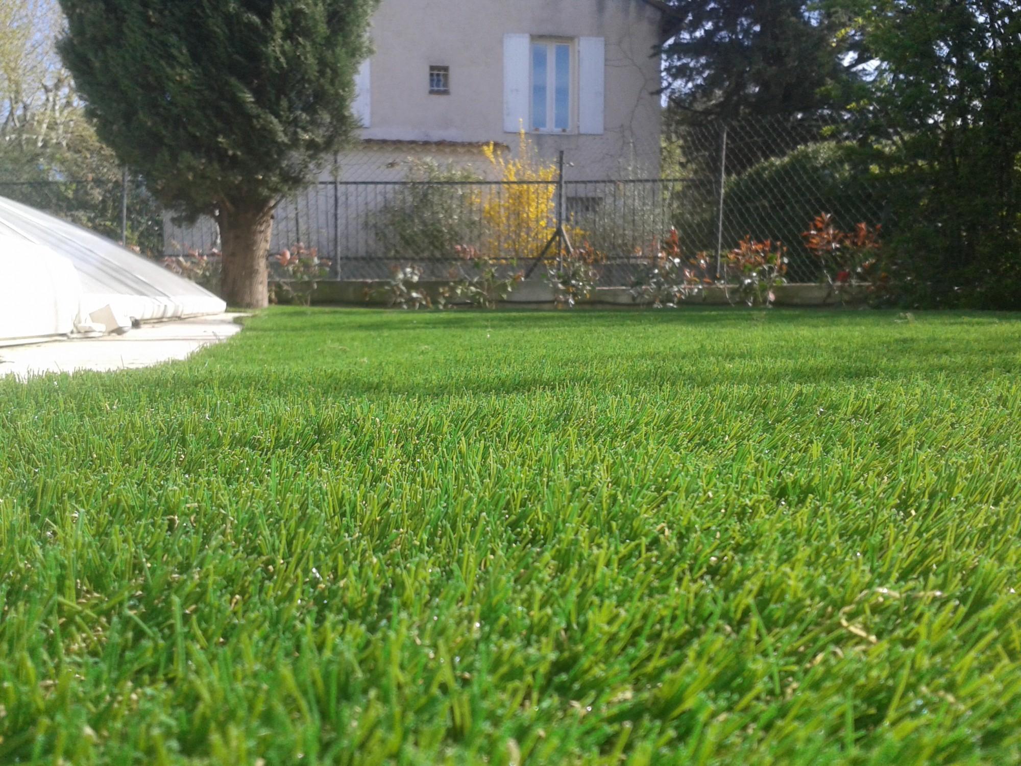 Acheter Du Gazon Synthetique Discount Pas Cher Pour Jardin À ... tout Gazon Artificiel Pas Cher