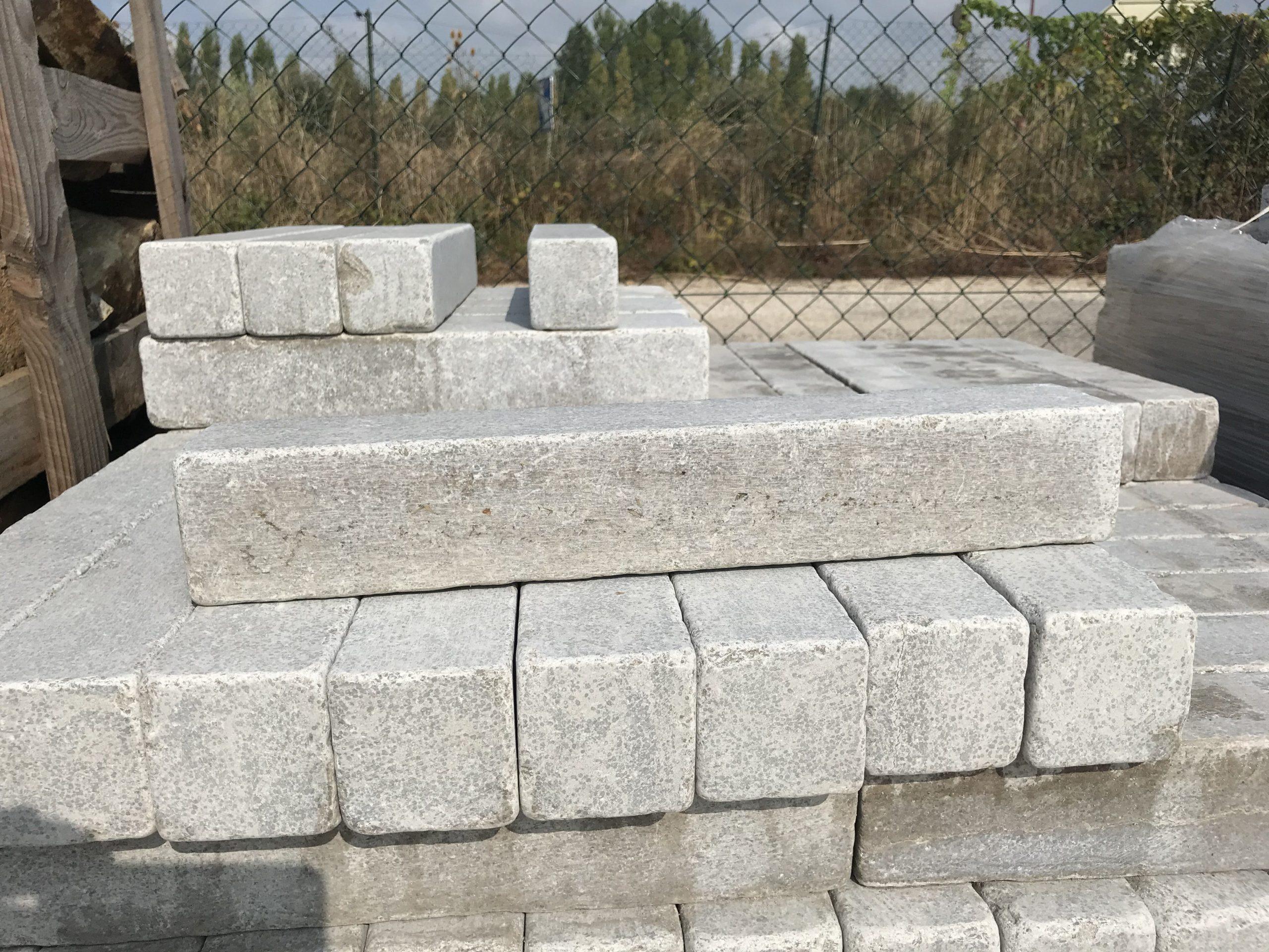 Bordure Calcaire Vieillie avec Bordure Pierre