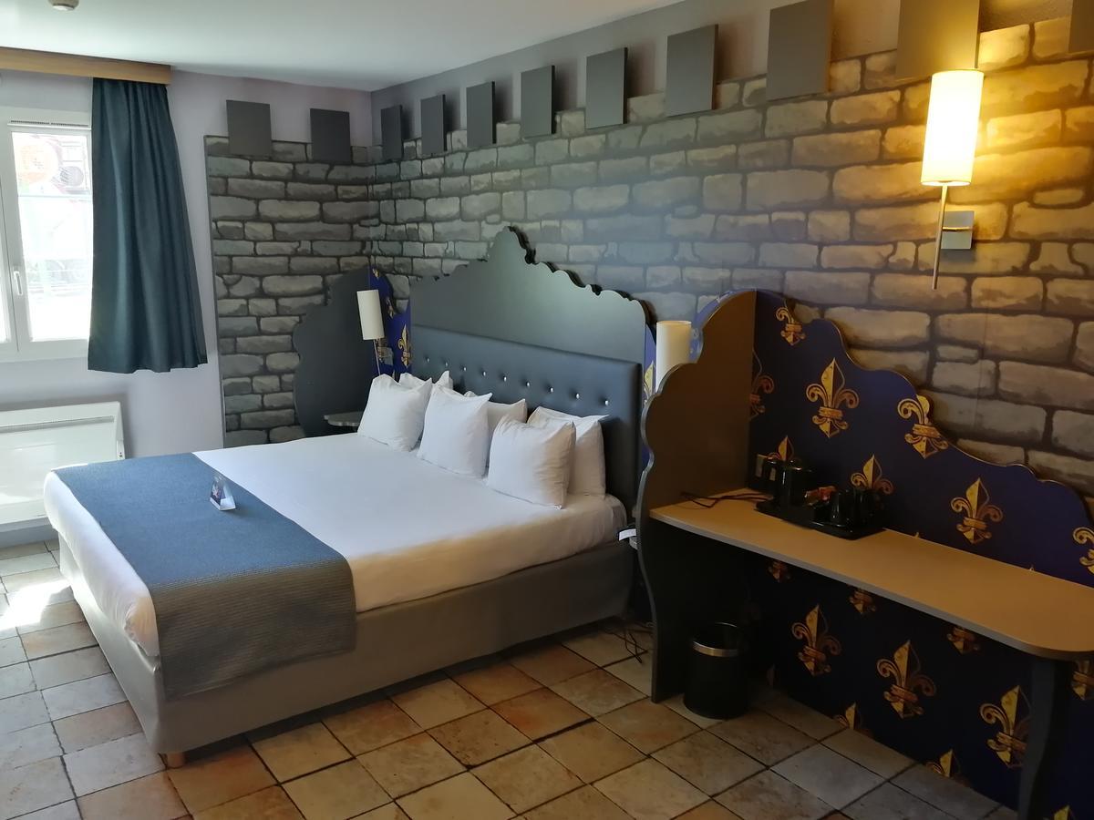 Child-Friendly Accommodation: Explorers Hotel At Disneyland ... dedans Salon De Jardin Hubo