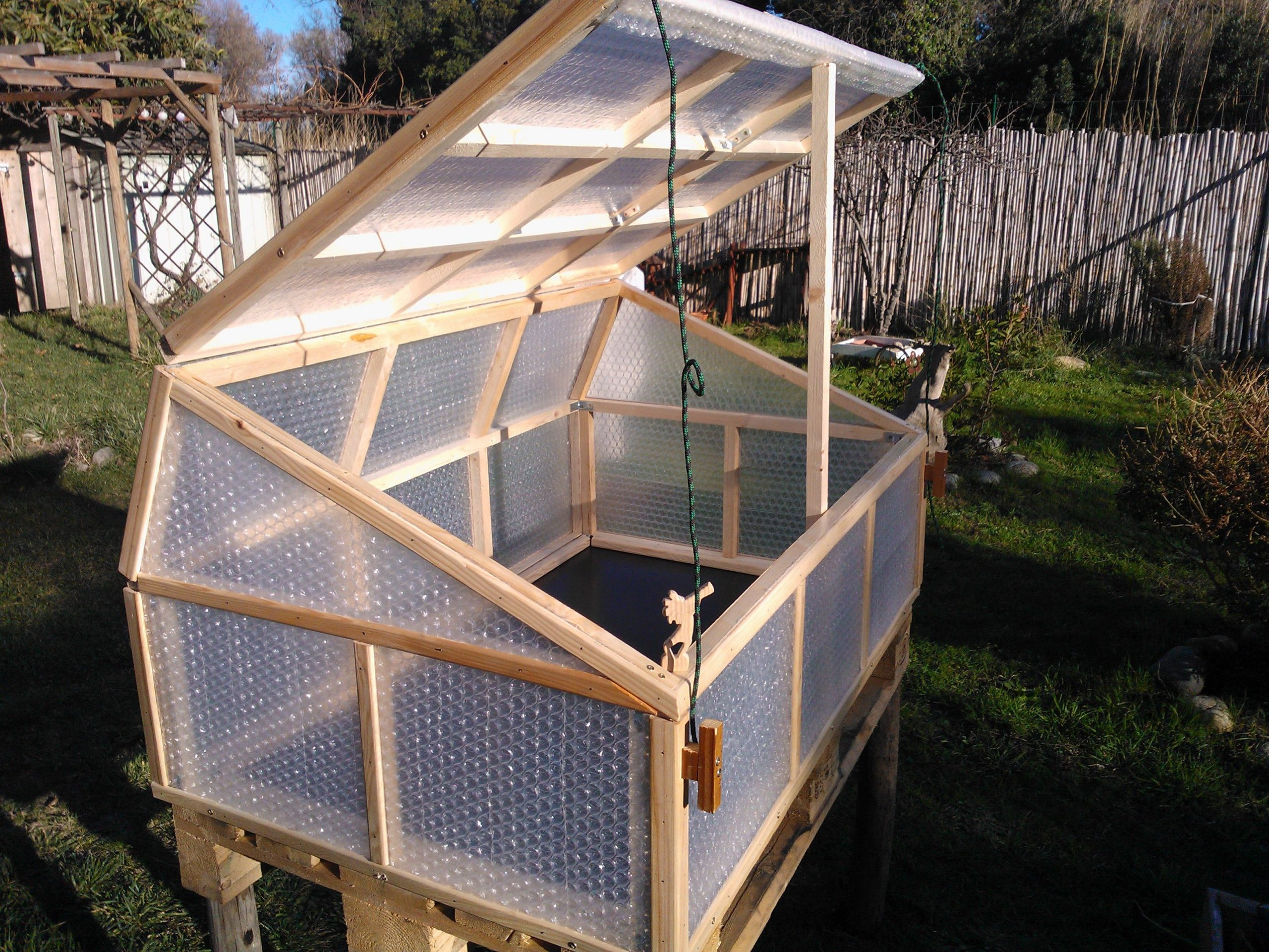 Fabrication D'une Mini Serre. | Serre Jardin, Mini Serre ... avec Fabriquer Une Mini Serre De Jardin