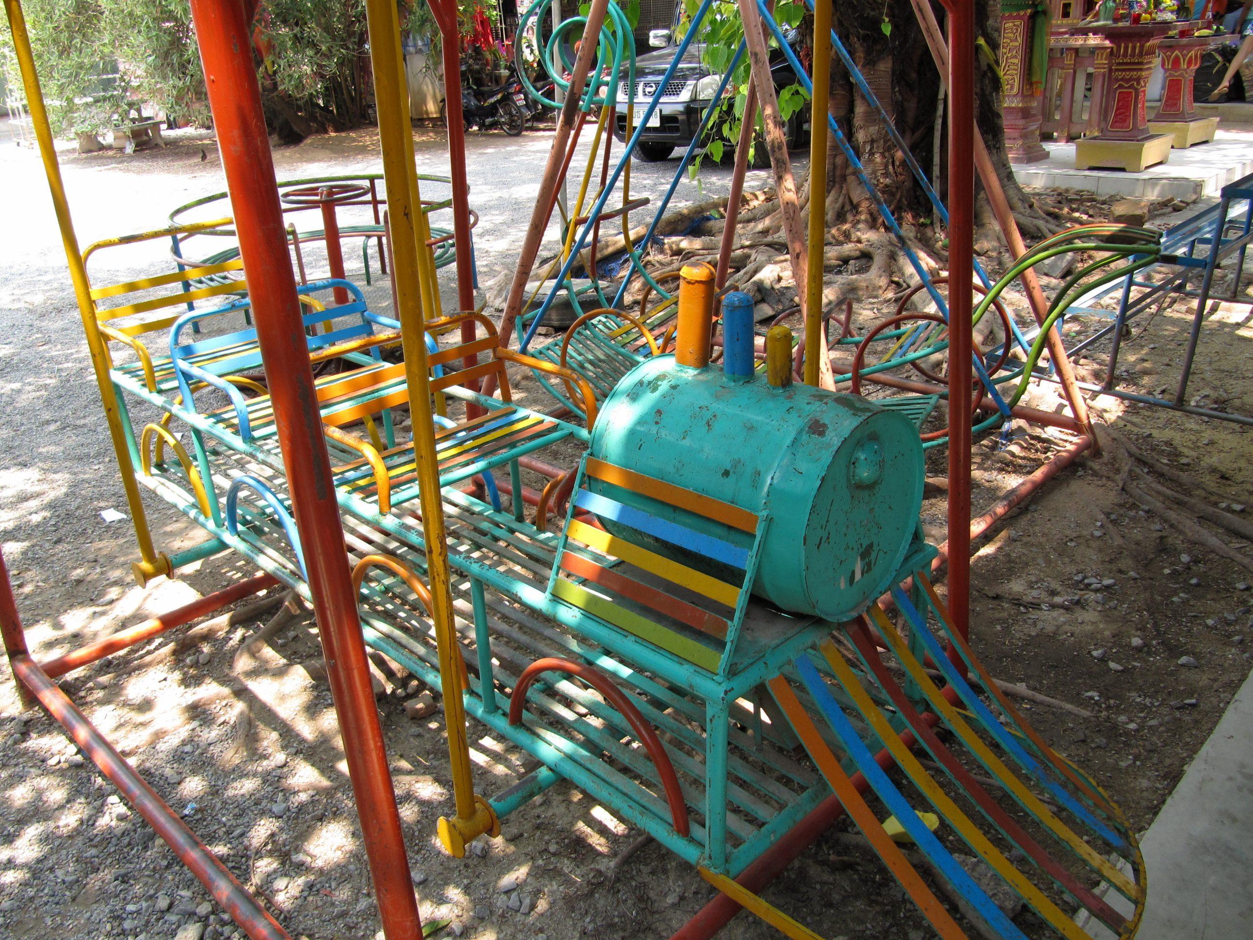 File:jeux Pour Enfants Dans Un Jardin Public.jpg - Wikimedia ... destiné Jeux De Jardin Enfant
