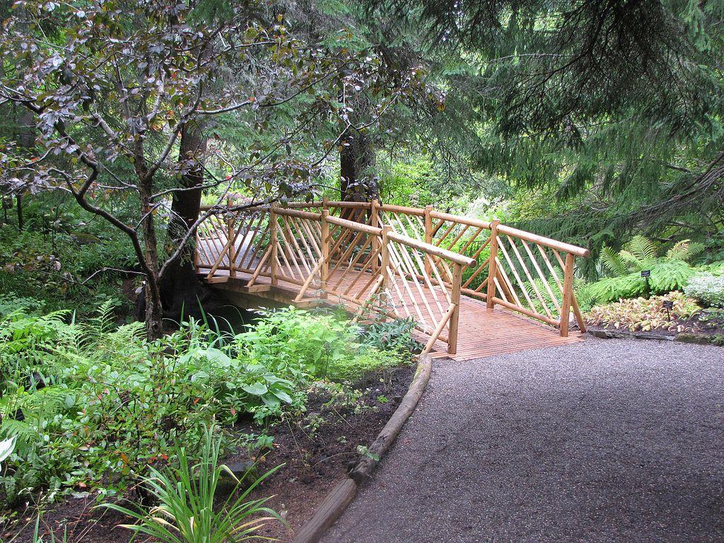 File:petit Pont De Bois, Au Dessus Du Ruisseau, Dans Les ... pour Pont De Jardin Bois