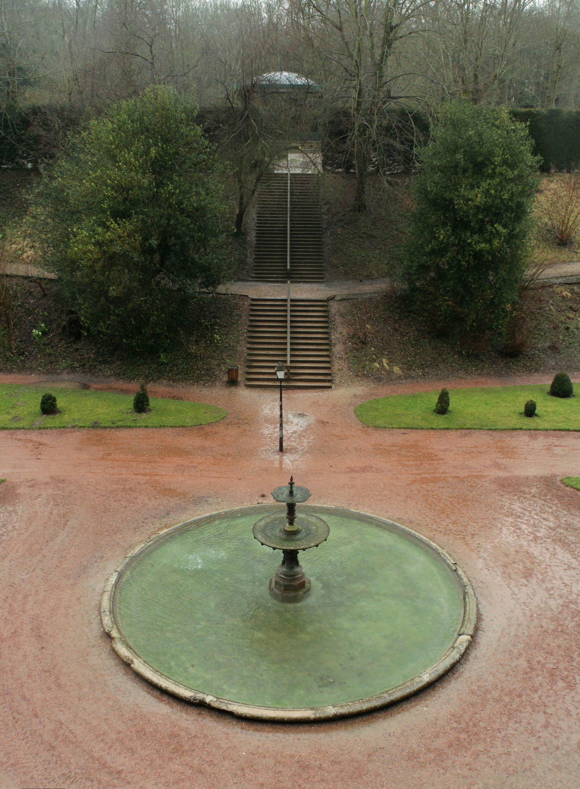 File:saint-Omer Fontaine Jardin Public.jpg - Wikimedia Commons dedans Image Fontaine De Jardin