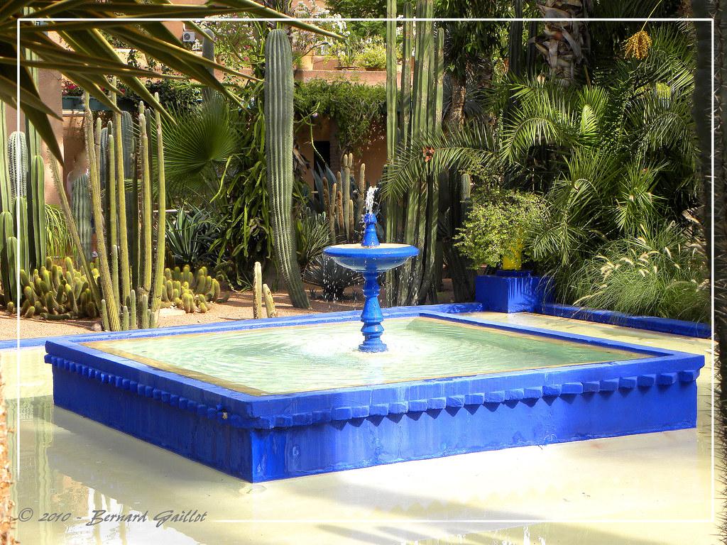 Fontaine Du Jardin Majorelle, Marrakech, Maroc.   Bernard ... serapportantà Image Fontaine De Jardin