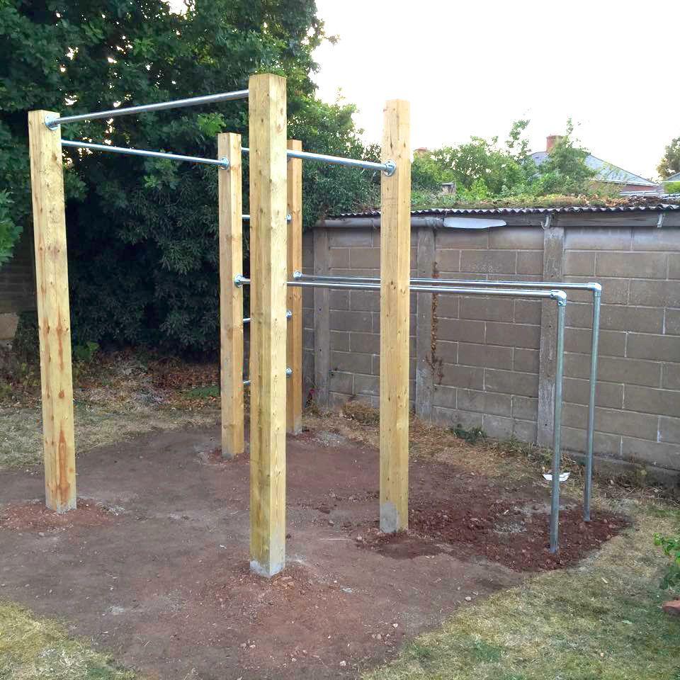 Garden Calisthenics, Outdoor Gym, Pull Up Bars & Dip Bars ... encequiconcerne Barre Traction Jardin