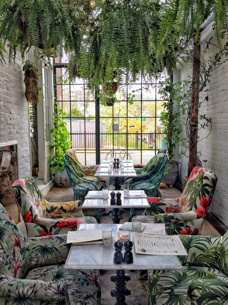 Greenhouse Lunching & Offbeat Hunting In East London | Resto ... encequiconcerne But Salon Jardin