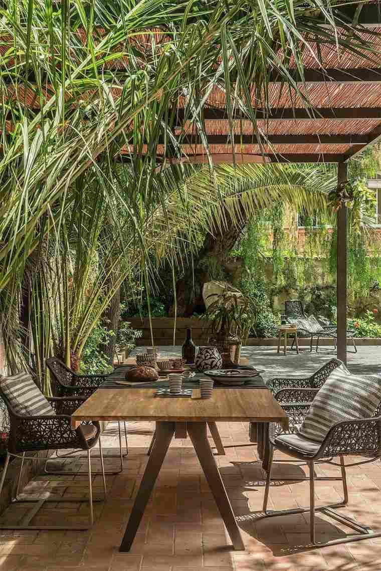 Idée Déco Jardin Facile - Nos 12 Astuces Pour Relooker Son ... dedans Decoration Jardin Pas Chere