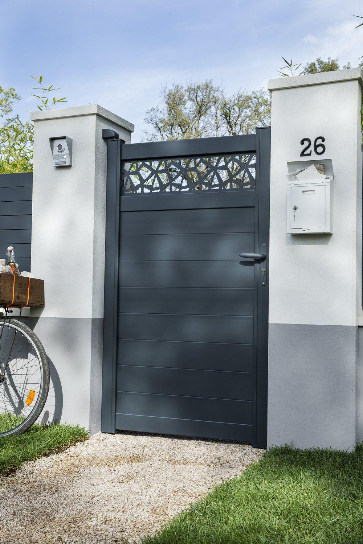 Image Portail Maison De Justin Temple Du Tableau For The ... à Portillon Jardin Leroy Merlin