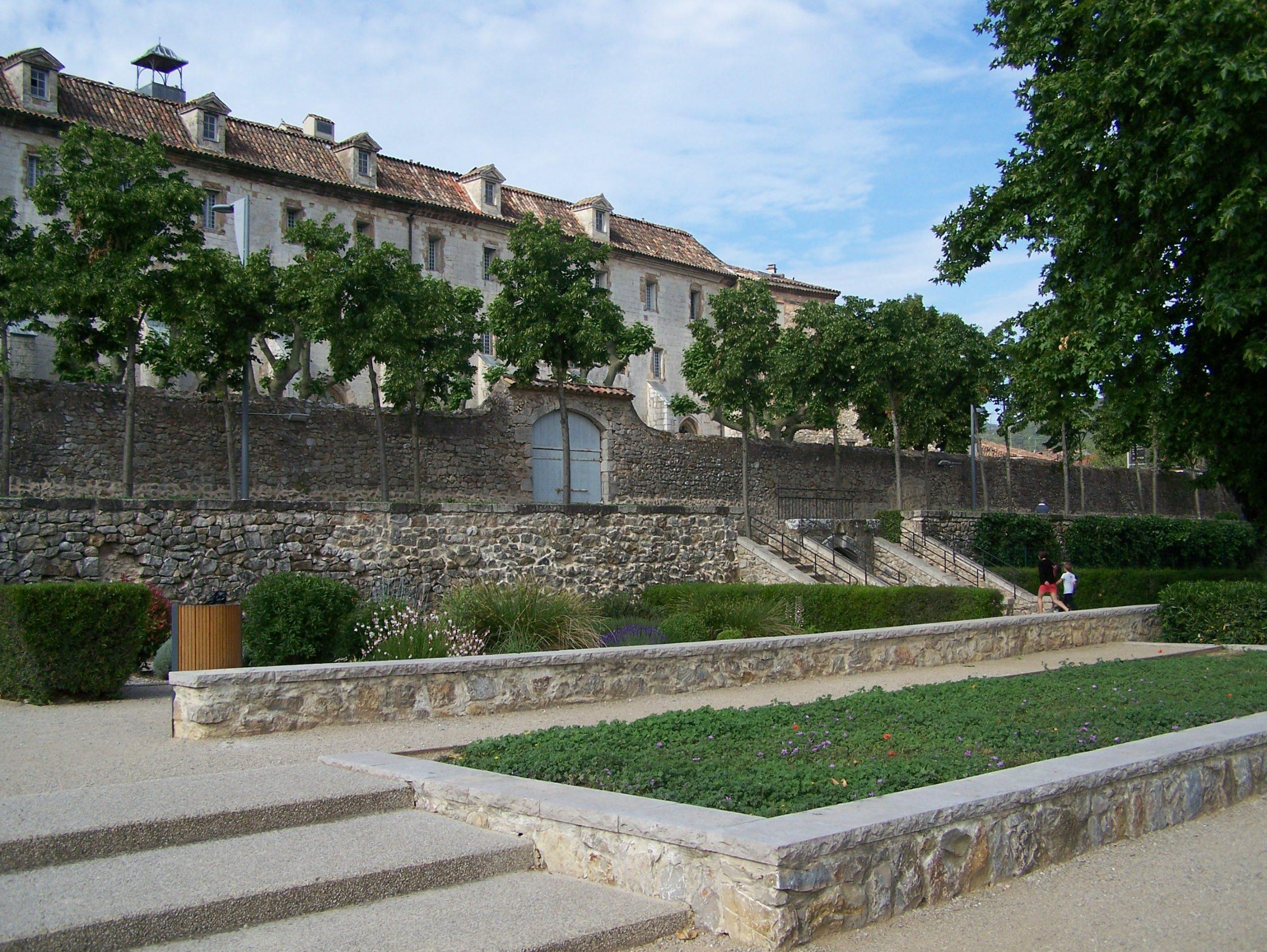 Jardin De L'enclos, Lieu Culturel À Saint-Maximin - Var(83470) pour Enclos Jardin