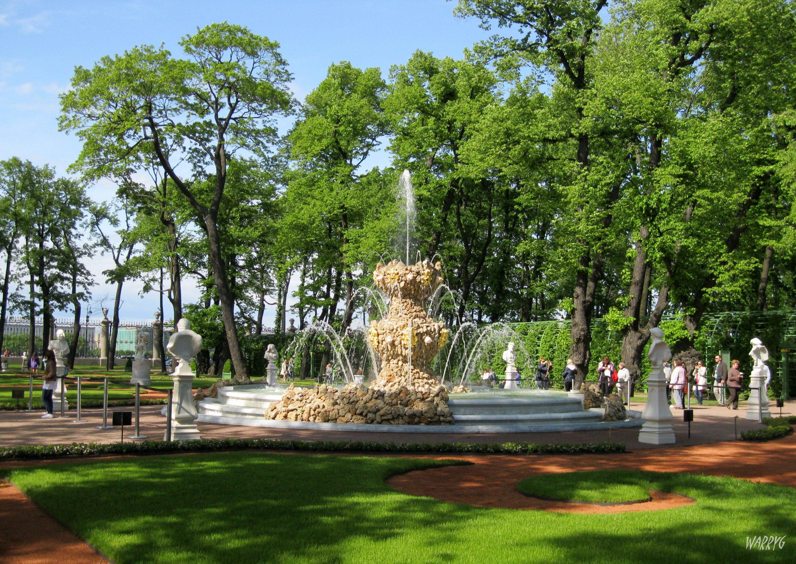 Jardin D'été - Saint Petersbourg - Le Grand Parterre - La ... encequiconcerne Image Fontaine De Jardin