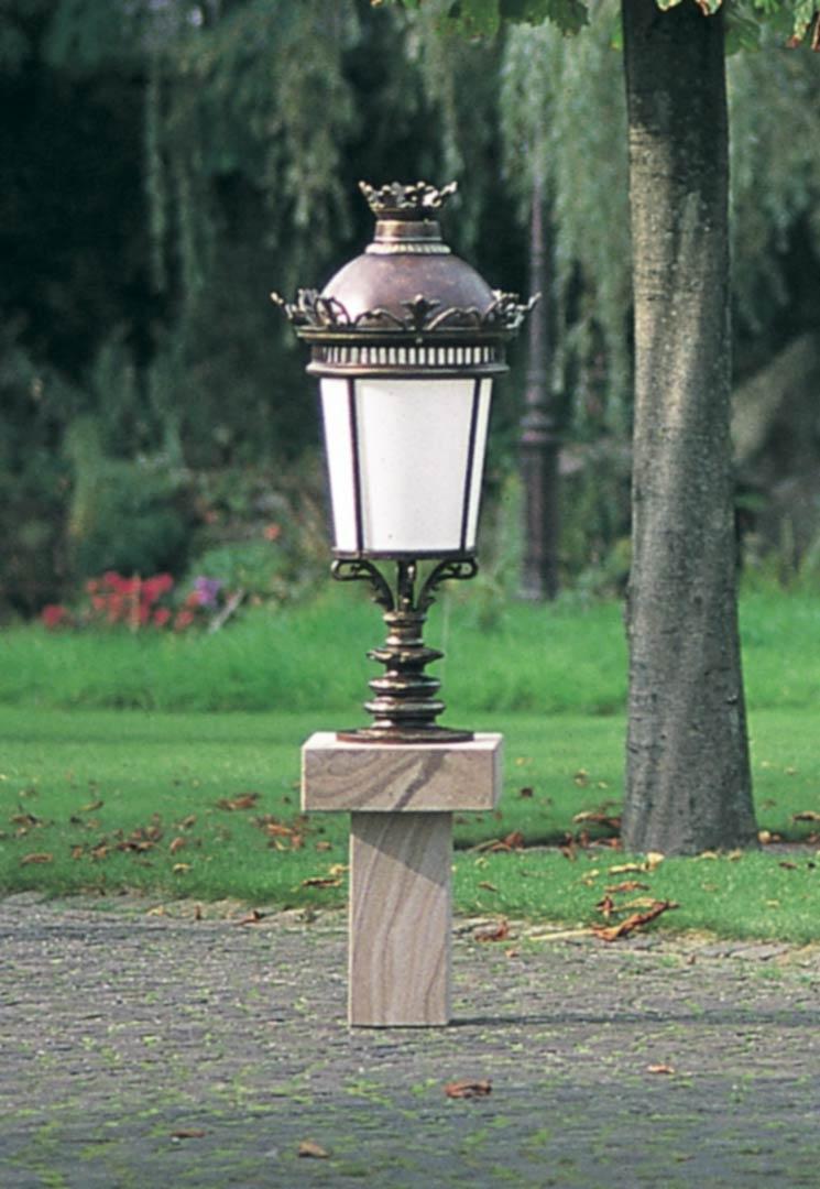 Lampe Verre Dépoli. Motifs Blason Et Volutes. Applique Assortie Disponible avec Lampe Pour Jardin Exterieur