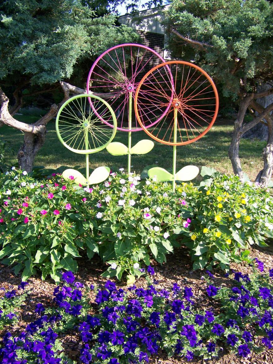 Moulin À Vent Jardin De Fleurs Bac De Fleurs Coloré Joli Se ... concernant Moulins À Vent De Jardin