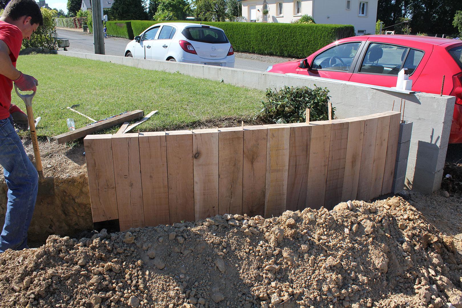 Muret De Soutènement En Traverses De Chêne | La Triskeline pour Traverse Bois Jardin